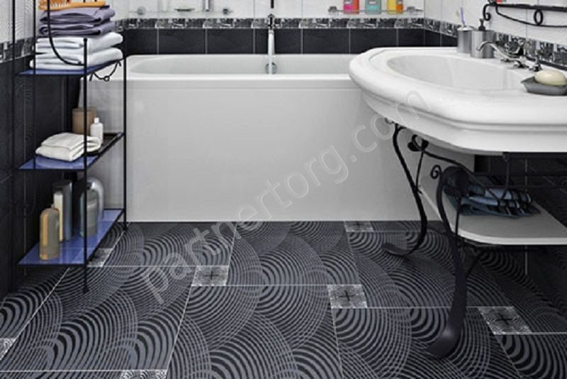 Черная плитка на полу фото